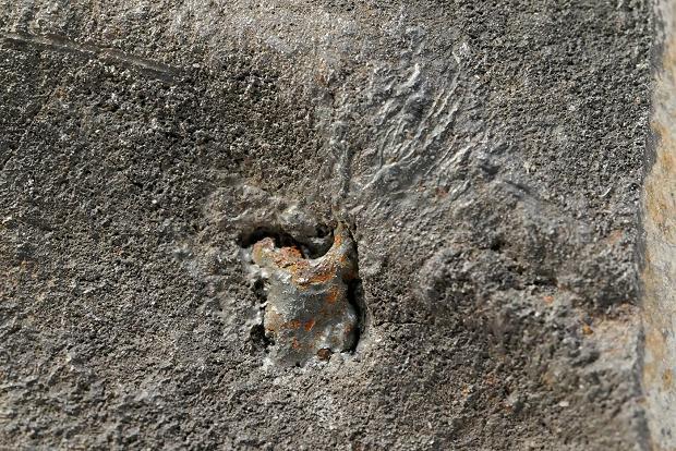 Siewierz - 3mm inkluzja żelaza z zastygłymi strużkami zdmuchiwanymi podczas spadania