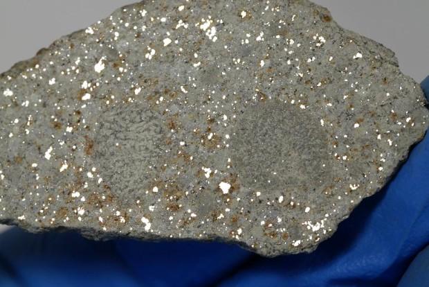 alfianello - płytka 17 gram z widocznymi ziarenkami żelaza